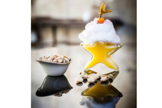 """xmas cocktail, xmas pistachio mule, ricetta di di Filippo Sisti, """"Carlo e Camilla in Segheria"""" di Milano, ricetta di marca Frigo Magazine"""