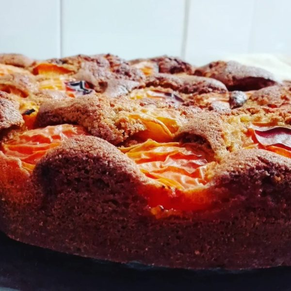 """ricetta farina Petra, torta di farro con frutta, iniziativa """"A lezione di farina"""", ricetta di marca Frigo Magazine"""