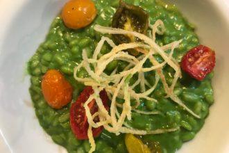 ricetta riso, Risotto al pesto di rucola, crema di mandorle, pomodori confit e olio alla noce, è cucina di Verona per #alezionedicucina