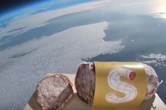 Per celebrare la Festa del Salame, gli organizzatori hanno lanciato il primo salame nello spazio, che per l'occasione non poteva non chiamarsi Gagarin