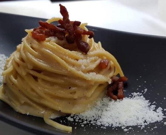 ricetta gricia, ricetta della tradizione gastronomica della regione Lazio, dalla scuola di cucina Noi Chef di Cisterna di Latina (LT)