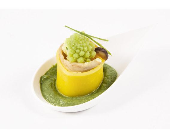 Ricetta La Molisana, ideata e realizzata dallo Chef Daniele Sanna: finger food con paccheri n.316 con cipollotto fresco, funghi e cimone romanesco.